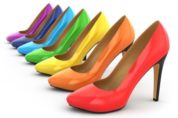 Современные невесты выбирают обувь различных оттенков