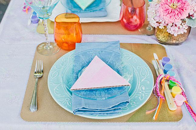 Сочетание керамической и стеклянной посуды создают очень интересный эффект