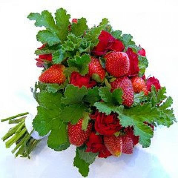 Strawberry_bouquet_Little_Winter_Bride