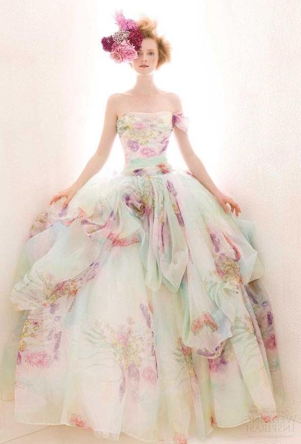Свадебное платье с пастельным рисунком