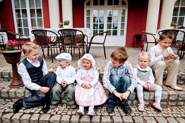 На свадьбе бывает достаточно много ребятишек разного возраста