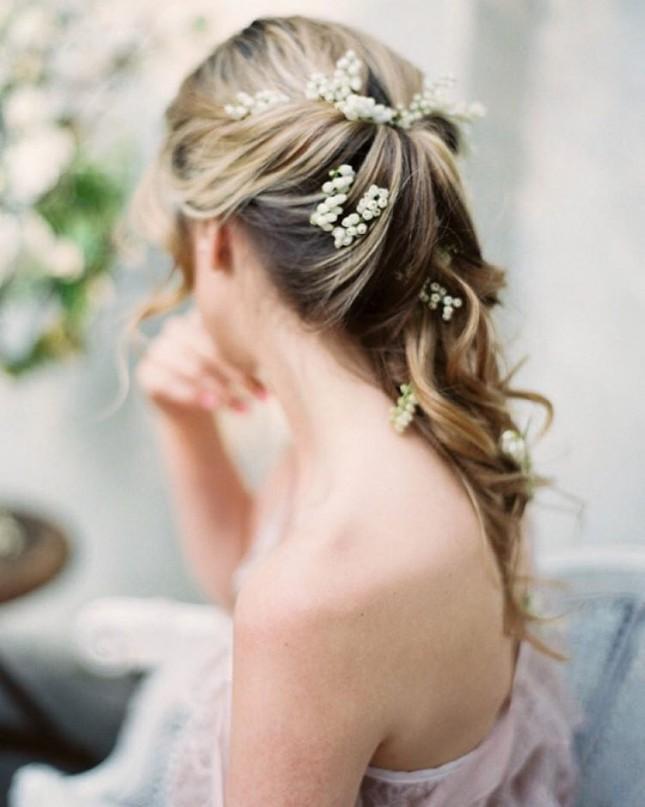 Свадебная прическа с ландышами