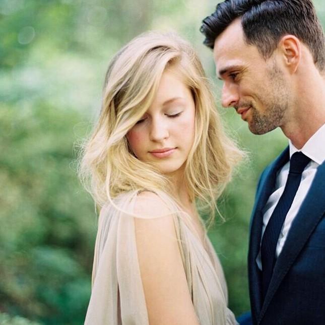 Воздушная свадебная прическа