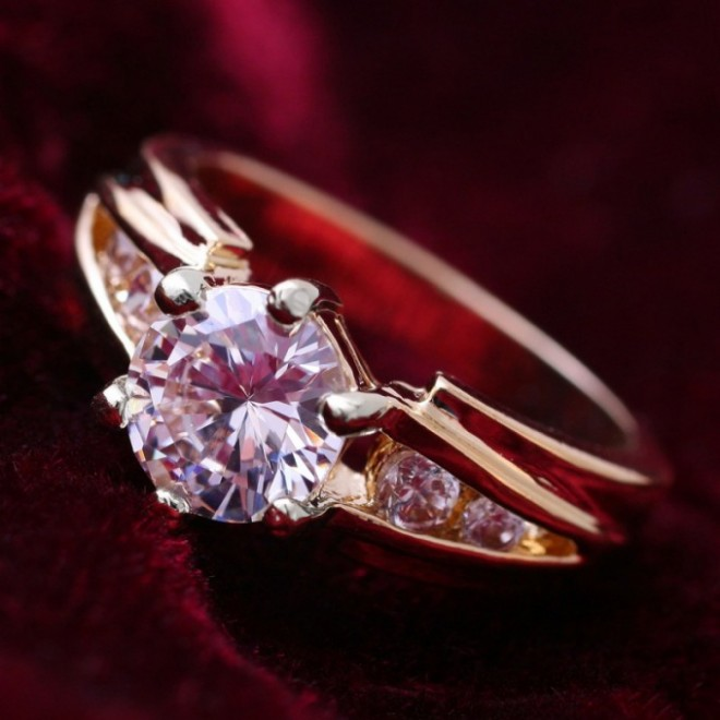Обручальное кольцо с брильянтом