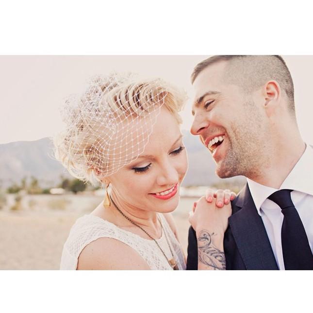 Свадебная прически с короткой вуалью