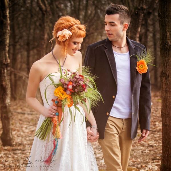 Наряд жениха и невесты должны быть подобраны в одном стиле