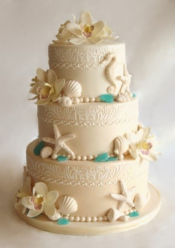 Красивый торт для пляжной свадьбы