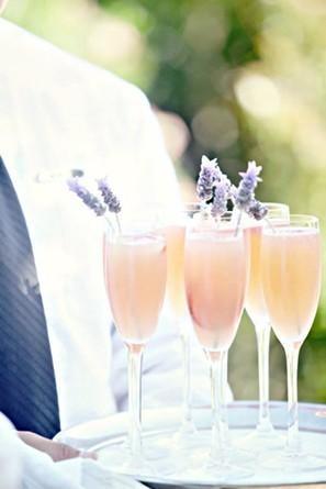Розовый коктейль с лавандой