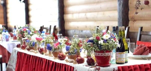 Украшение свадебного стола полевыми цветами