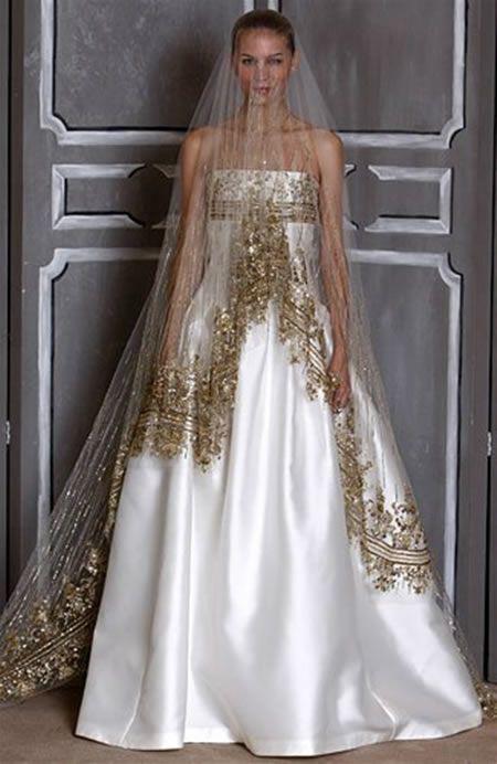 Фата с золотистой вышивкой и белое свадебное платье