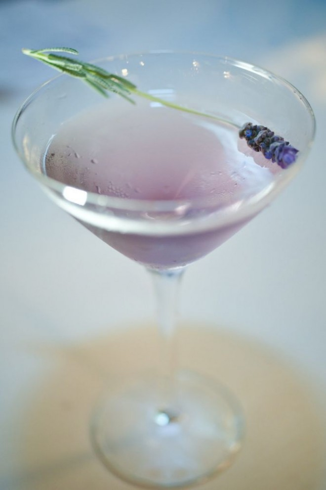 Cocktail-en-color-lavanda-Amy-and-Stuart-Photography