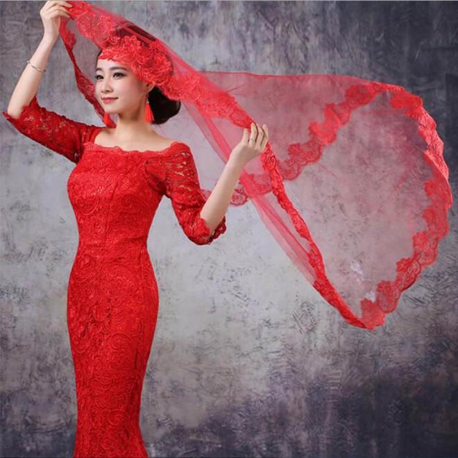 Свадебный наряд в красных тонах