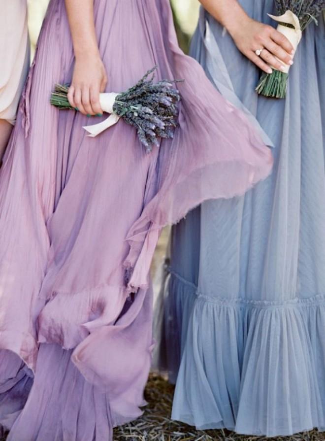 Наряды подружек невесты в лавандовых оттенках