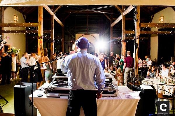 Ди-джей на свадьбе