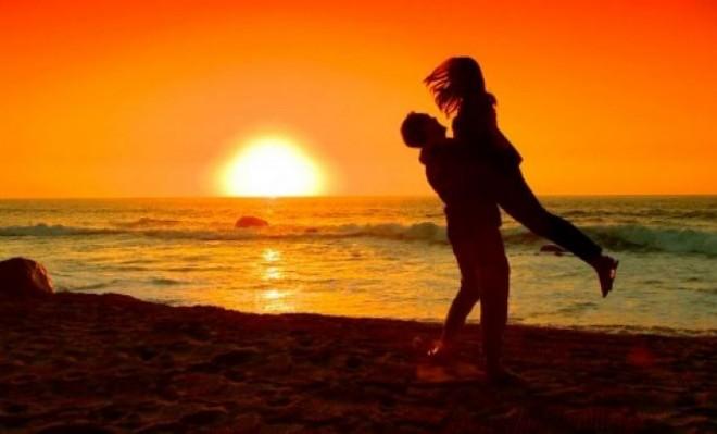 Романтический закат для влюбленных