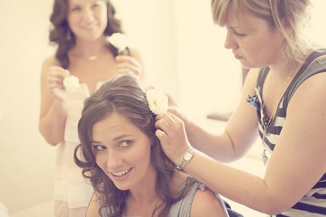 Окрашивать волосы стоит за месяц до свадьбы