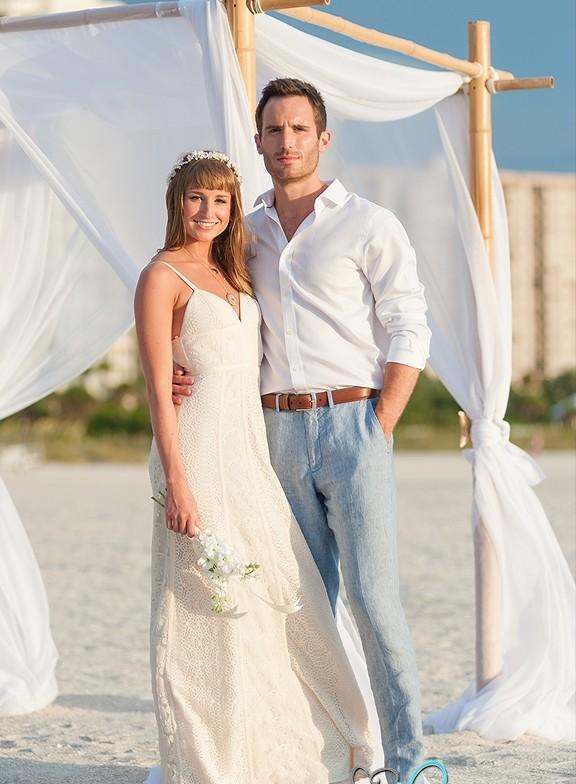 Наряды жениха и невесты должны соответствовать общему стилю торжества