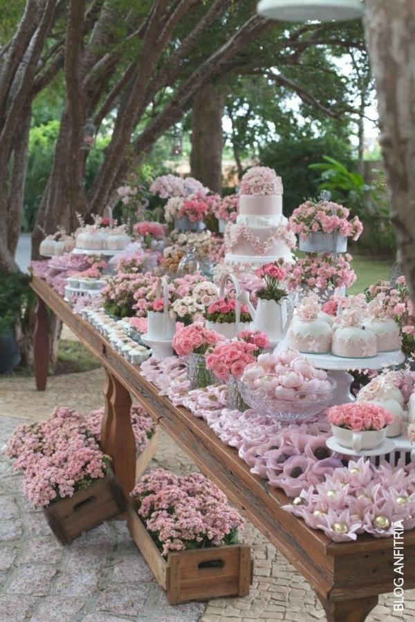 Сладкий стол в пастельно-розовых тонах