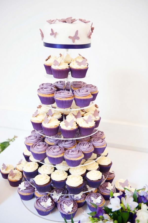 Торт и очаровательные кексы на свадьбе