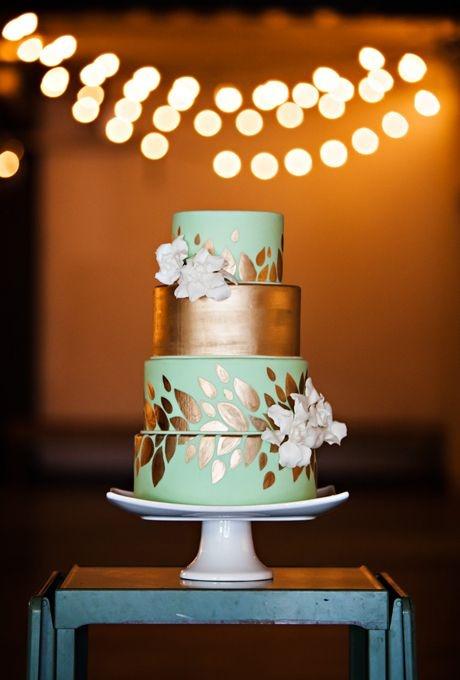 Элегантный торт с позолотой