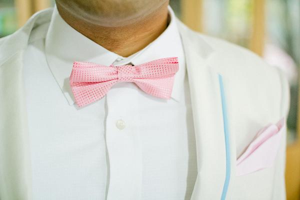 бабочка жениха розового цвета