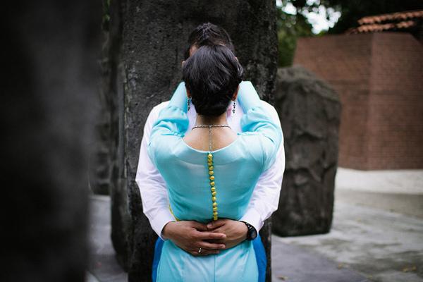 Все больше девушек останавливают свой выбор на цветном свадебном платье