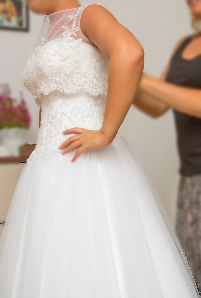 Надевая свадебное платье хорошо вымойте руки