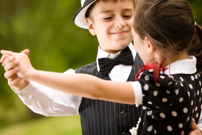 Организуйте для детей танцевальный конкурс