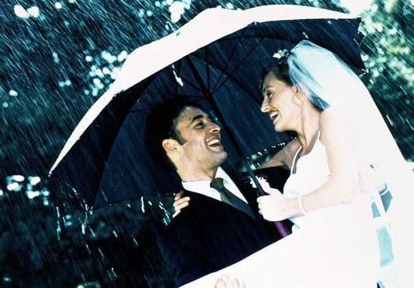 По примете, дождь в день свадьбы - к счастливой, благополучной жизни