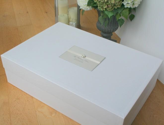 Коробка для свадебного платья