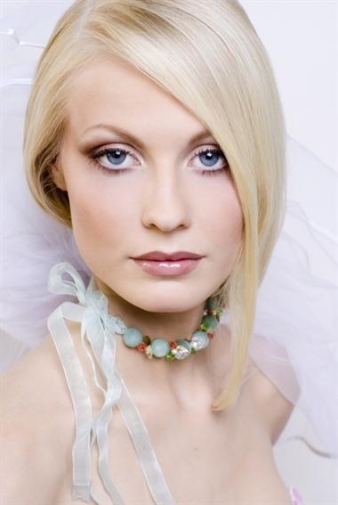 Естественный макияж для белокурой девушки