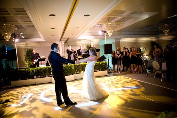 Яркие спецэффекты не только украсят ваш танец, но и отвлекут внимание гостей от возможных огрехов