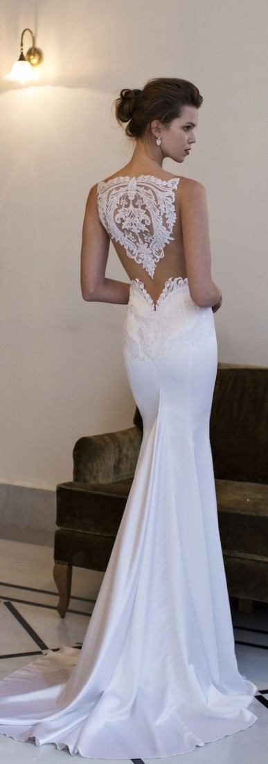 Ткани для свадебного наряда выбегаются очень деликатные