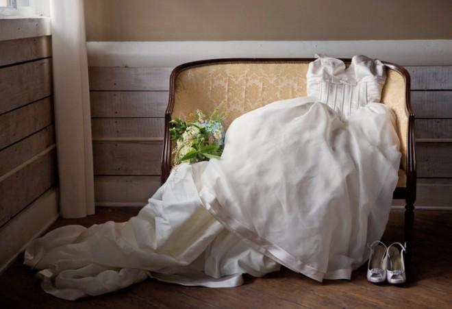 После свадьбы нужно обследовать платье на предмет повреждений и загрязненности