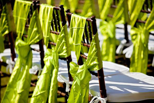 Украшение стульев тканевыми лентами