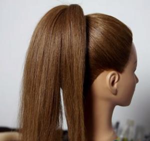Собираем волосы в высокий хвост