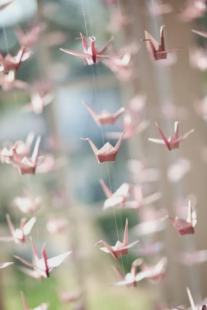 Гирлянды из бумажных журавликов