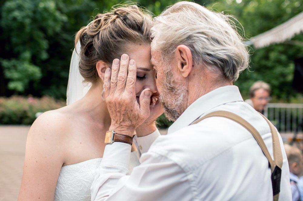 Как благословлять дочь перед свадьбой фото